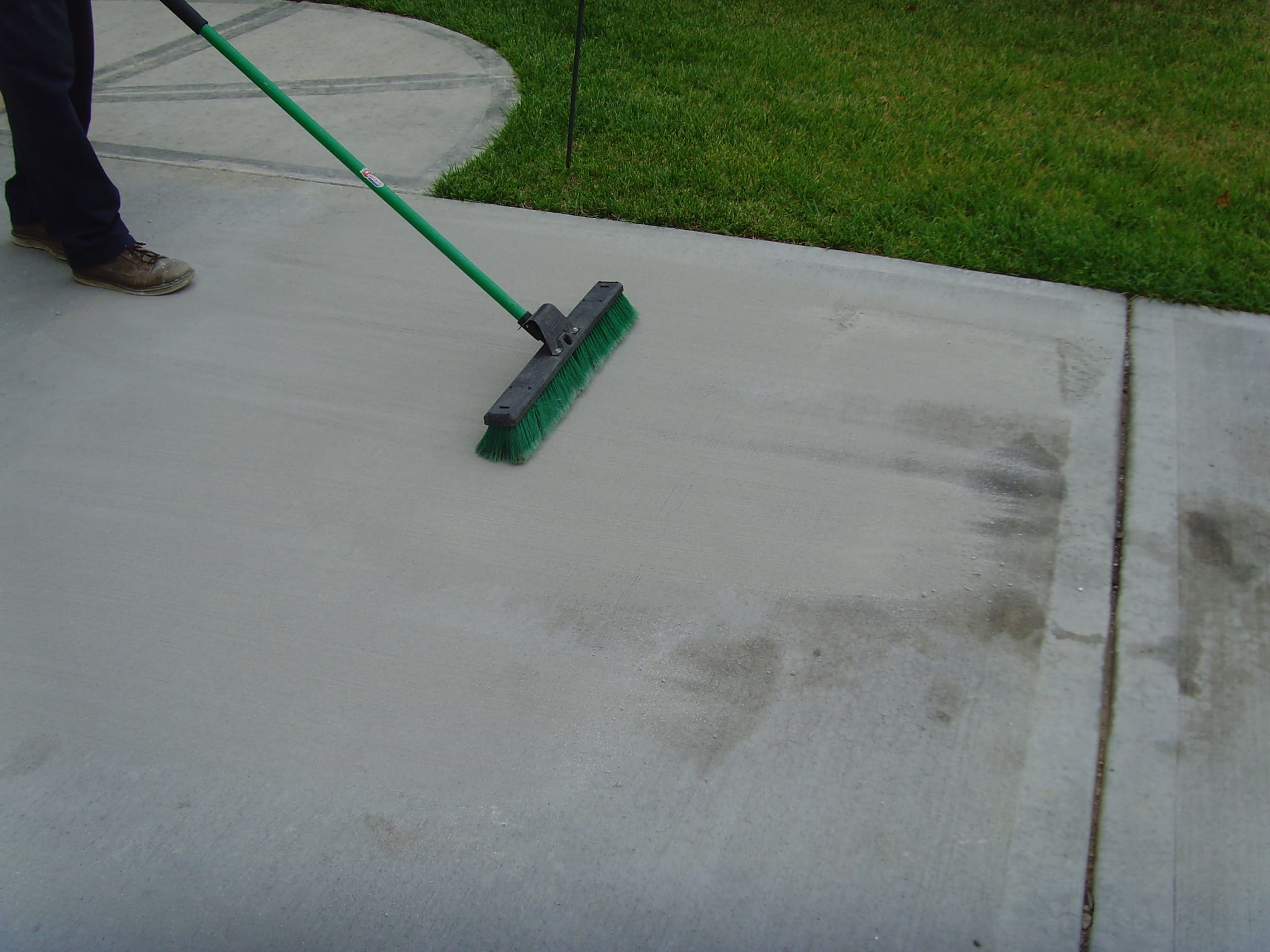 7 diy ways to remove oil stains from your asphalt driveway