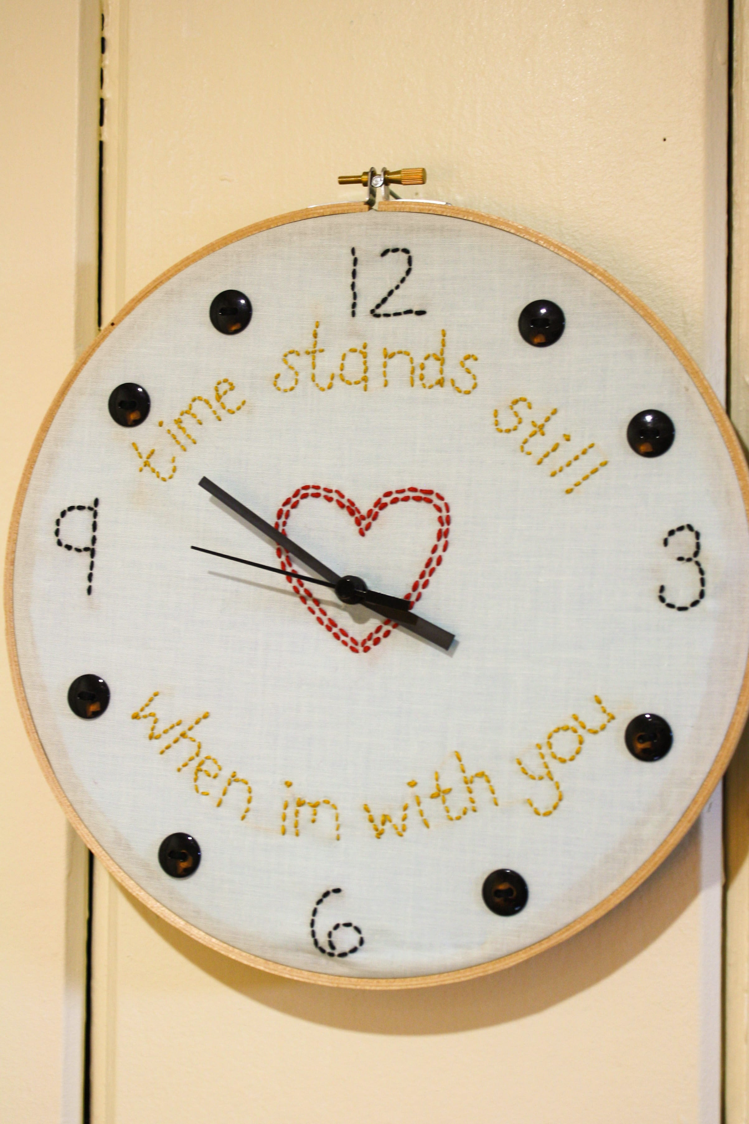 How to make an embroidery hoop clock build it