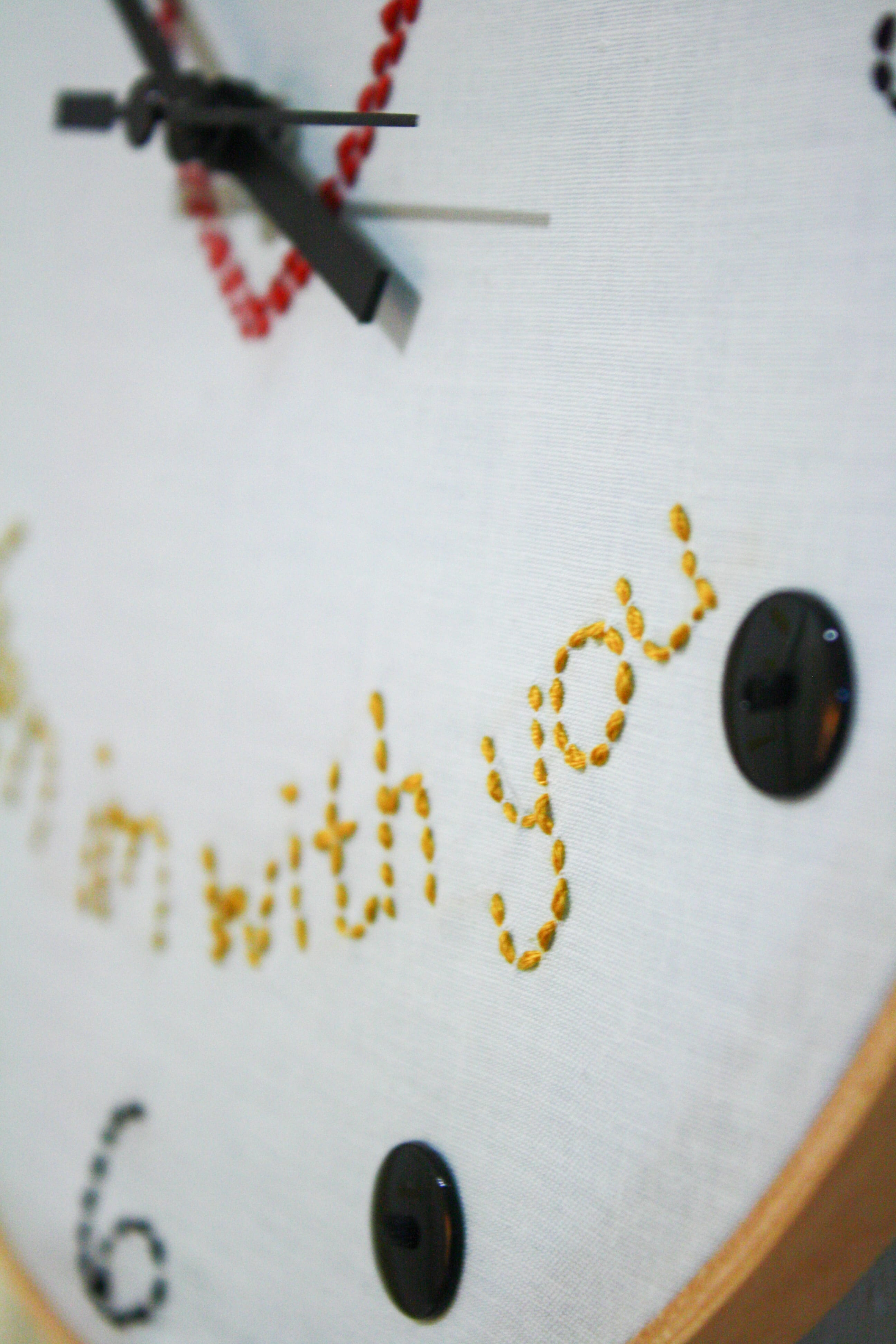 How to Make an Embroidery Hoop Clock