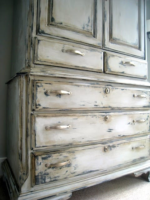 8 Tips For Distressing Furniture