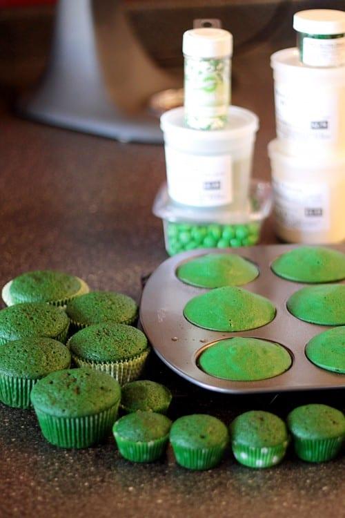 how-do-you-make-green-velvet-cake--500x750
