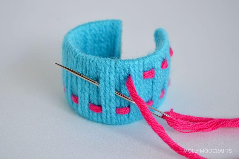 toilet-roll-bracelets-weaving