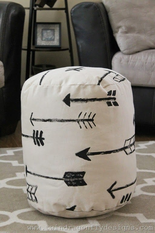 DIY-arrow-floor-pouf-17_thumb