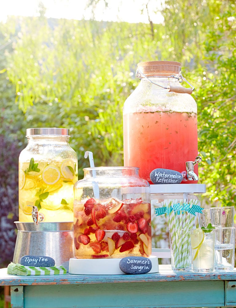 Backyard parties, backyard decor, summer party, summer barbecue ideas, popular pin, backyard hacks, outdoor living, outdoor hacks.