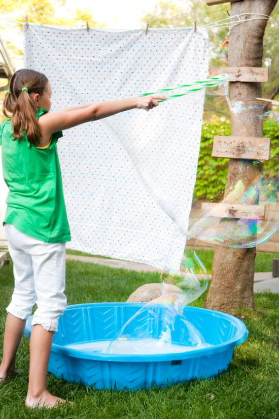 Backyard parties, backyard decor, summer party, summer barbecue ideas, popular pin, backyard hacks, outdoor living, outdoor hacks.