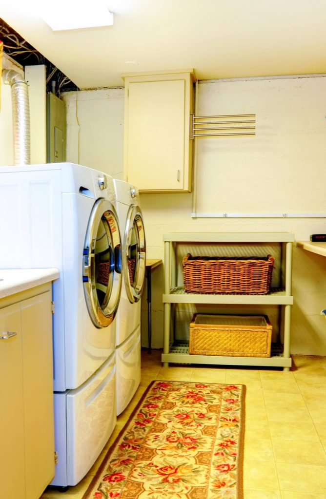 Ugh, the laundry room. It causes great sighs often in my home. Laundry is just one of those chores that is never fun. But if you can decorate a space and make it a fun one to be in, chores aren't really that bad after all right? Here are a few easy ways to spruce up a small laundry area. You will love the difference these make!