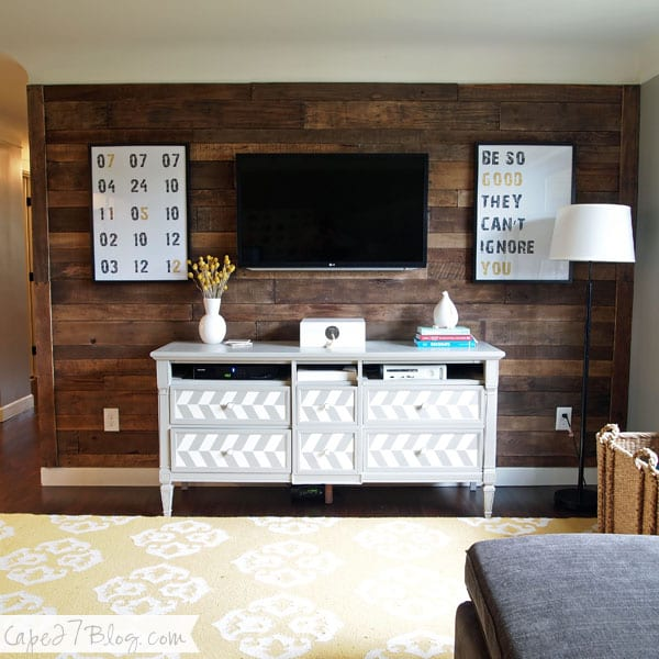 Pallet Wall, DIY Pallet Wall, Pallet Wall Decor, Pallet Wall Art, Pallet Wall Living Room, Home Decor, Home Decor Ideas, Home Decor DIY