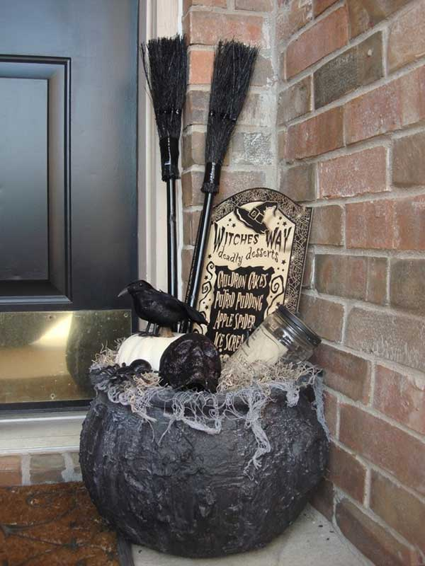 20 Ways to Decorate Your Porch for Halloween2