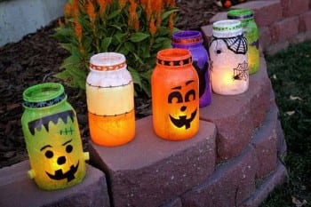 20 Ways to Decorate Your Porch for Halloween4