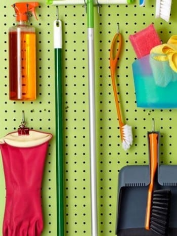 10-hacks-to-an-organized-cleaning-closet8