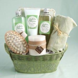 18-diy-christmas-gift-baskets-perfect-for-teens17