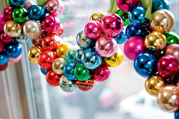 15-ways-to-decorate-with-ornaments-not-on-your-christmas-tree12