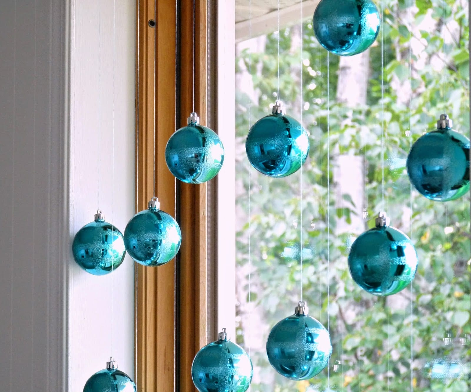15-ways-to-decorate-with-ornaments-not-on-your-christmas-tree2