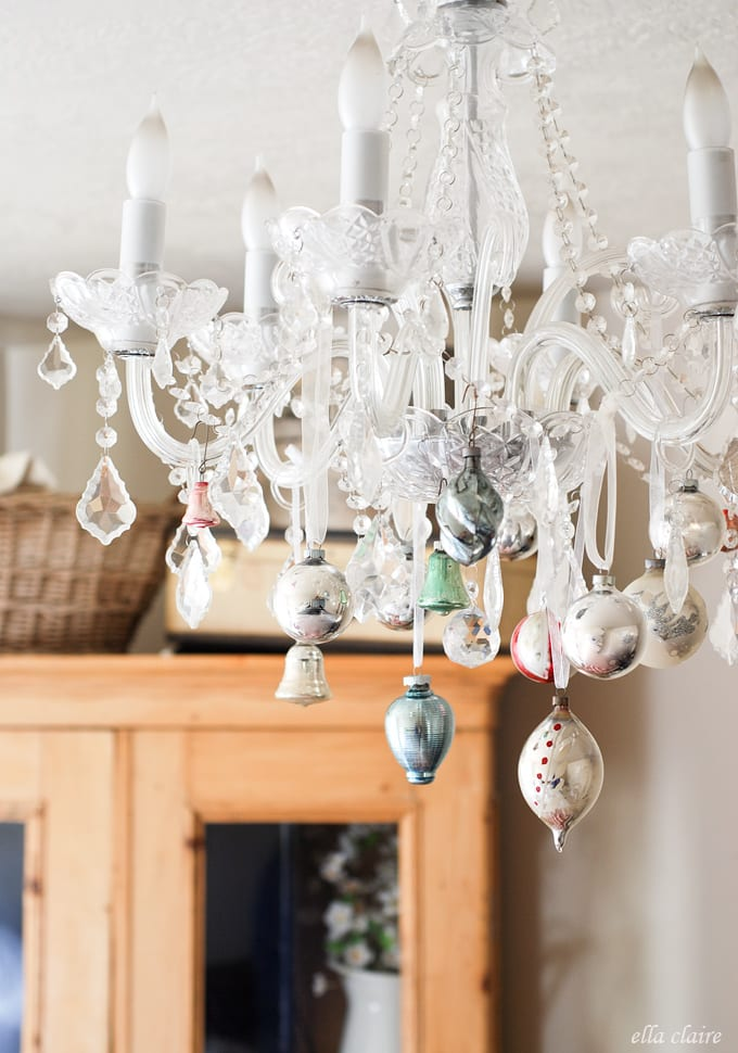 15-ways-to-decorate-with-ornaments-not-on-your-christmas-tree9