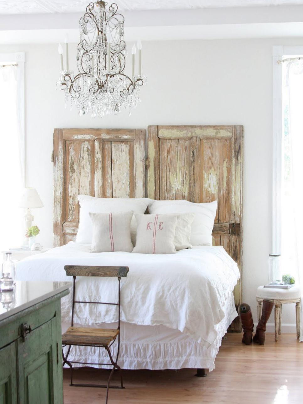 Don't Distress! It's Easy to Decorate With Distressed Wood! – How To Build It How to Decorate With Distressed Wood, Decorating With Distressed Wood, Distressed Wood 101, How to Distress Wood, Easy Tips for Weathering Wood, Popular DIY Pin