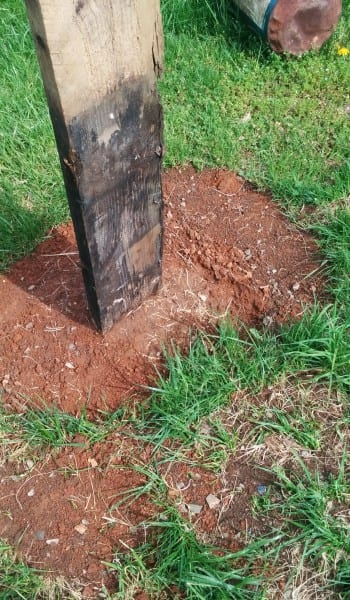 The Stress-Free Way to Set Posts {Without Concrete!} How to Set Posts, Setting Posts Without Concrete, Home Projects, Outdoor DIY Projects, Landscaping and Gardening Projects, Popular Pin