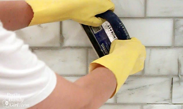 Learn How to Grout a DIY Backsplash–Fast! – How To Build It| DIY Backsplash, DIY Backsplash Projects, Home Decor, Home Decor Tips and Tricks, Home Improvement, Home Improvement Tricks, Home Renovation, Home Renovation Tips and Tricks