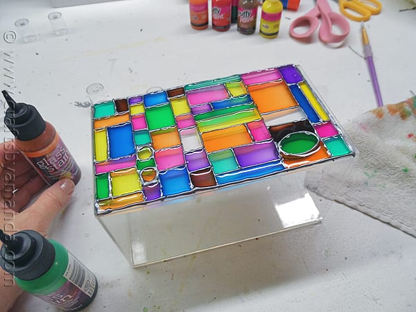 How to Create Faux Stained Glass| DIY Stained Glass, How to Make Stained Glass, DIY Home, DIY Home Decor, DIY Home Improvement, Home Improvement Hacks, Everything Home