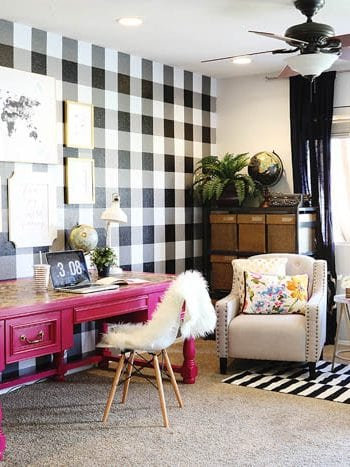 How to Paint A Checkered Wall| Painting Tips, Painting Tricks, Painting A Checkered Wall, Home Decor, Home Decor Tips, Home Improvement Hacks, Popular Pin #PaintingTips #PaintingHacks #HomeHacks