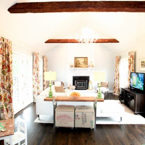 How to Install Fake Wooden Beams| Install Wooden Beams, How to Install Wooden Beams, DIY Wooden Beams, DIY Home, Home Improvement,Home Decor, Home Decor Projects, Popular Pin #DIYHome #HomeImprovement