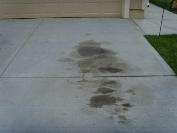 Remove Oil Stains, Remove Oil Stains from Driveway, REmove Oil Stains from Concrete, Remove Oil Stains from Clothes, Life Hacks, Home Hacks, Cleaning, Cleaning TIps, Cleaning Hacks, How To Remove Oil Stains From Concrete