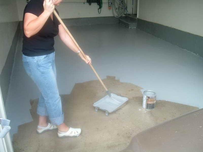 How to Paint Your Garage Floor| Garage Floor, Painted Flooring, Garage Remodel, Garage Remodel, DIY Garage Remodel, Painted Flooring, Easy Painted Flooring, DIY Painted Flooring, Popular Pin #PaintedFlooring #Garage #GarageRemodeling