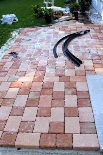 How to Pave A Front Walkway| Pavers Walkway, Walkway Ideas, Walkway Landscaping, DIY Walkway, DIY Walkway Cheap, DIY Walkways Paths Cheap, Landscaping, Landscaping Ideas, Landscaping Ideas Front Yard #DIYWalkwayCheap #LandscapingIdeas #Walkway #WalkwayIdeas