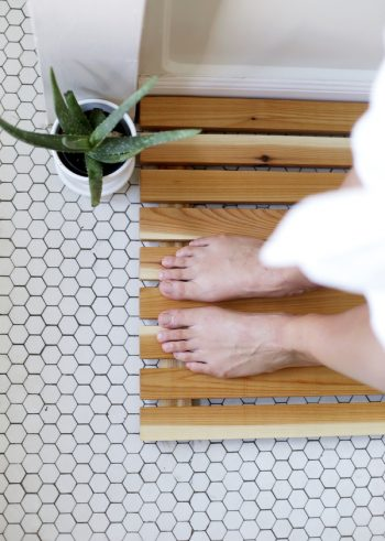 Cedar Bath Mat | DIY Cedar Bath Mat | How to Make a Cedar Bath Mat | Tutorials to Make a Cedar Bath Mat | How to Make a DIY Cedar Bath Mat