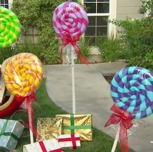 Holiday lollipops are so cute!!! These DIY giant lollipops are super easy to make and are absolutely perfect additions to your holiday decorations.
