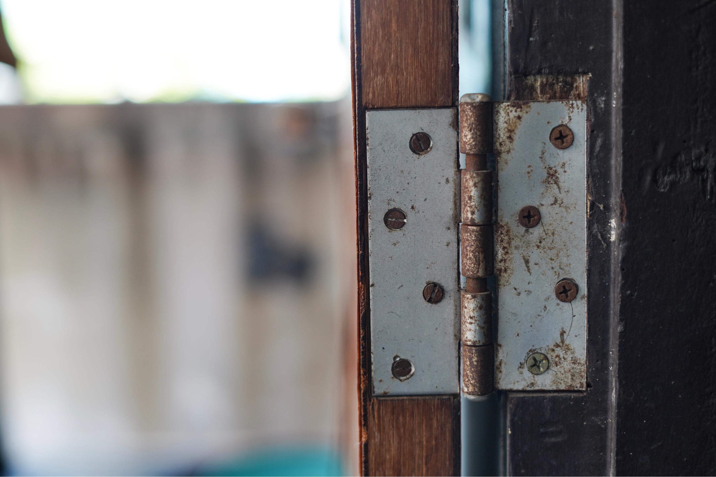 squeaky door hinge | how to | how to fix squeaky door hinges | door hinges | diy | home hacks