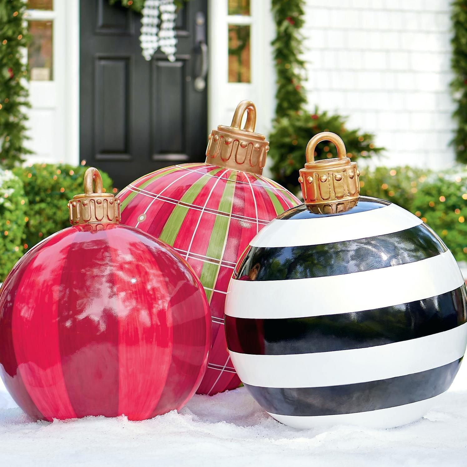 Outdoor giant Christmas ornaments are one of my favorite decorations for Christmas. They are super easy to make and are so cute!