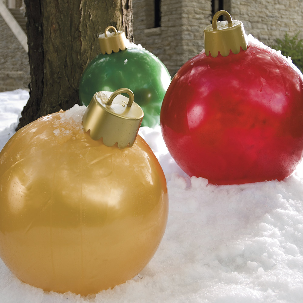If you like to decorate your yard for Christmas, you need to incorporate outdoor giant Christmas ornaments. They are easy to make and super cute!