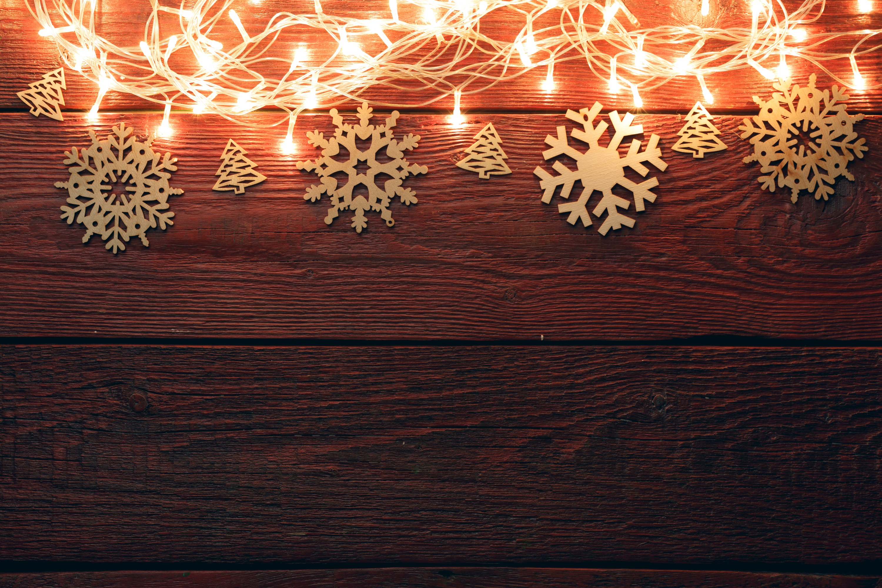 There is something about winter and snowflake decor that just fit together perfectly. These DIY snowflake holiday decor ideas will get you excited for the holiday season.