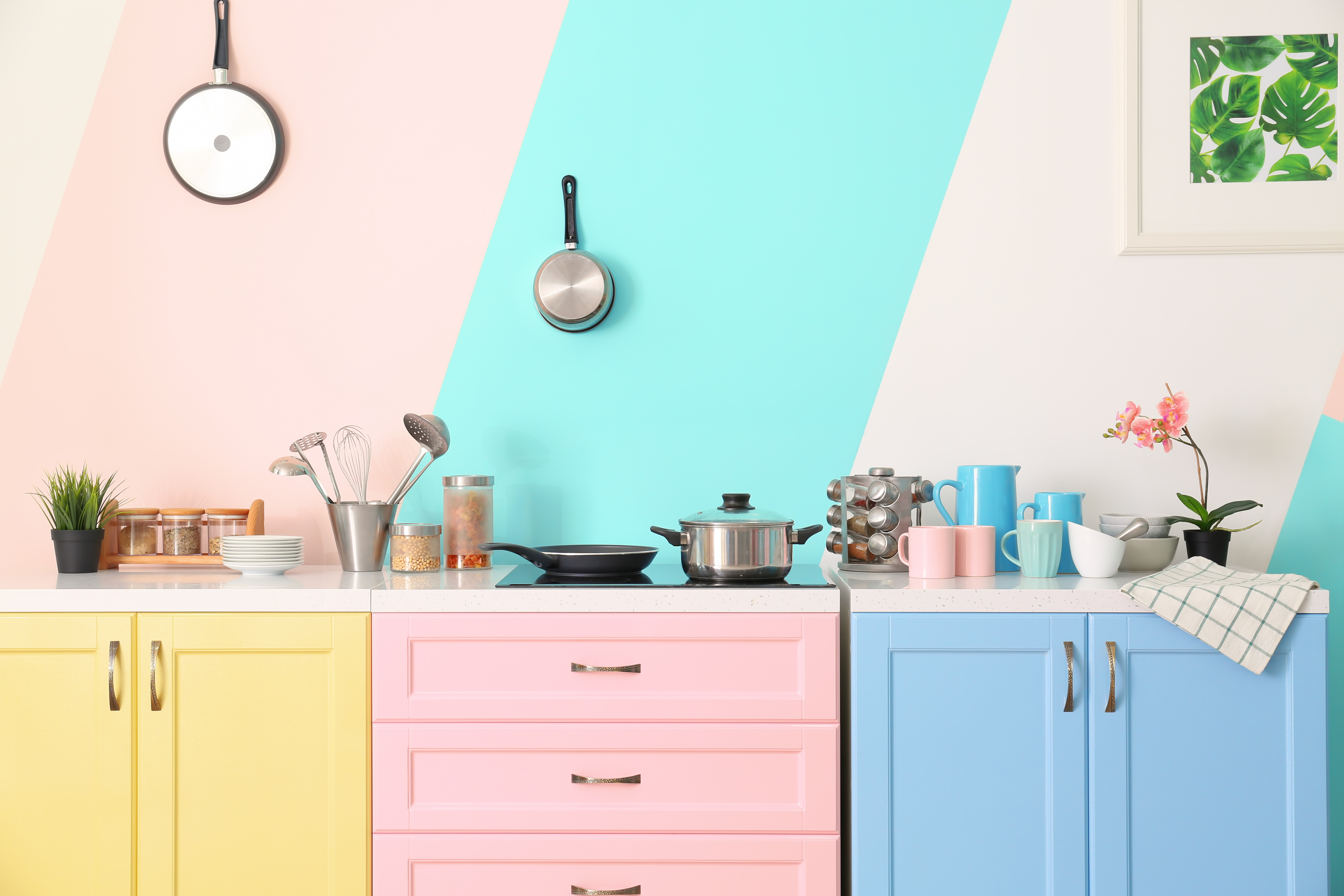 The kitchen is one of the most important rooms in the home, so make sure it is up to date. These frugal kitchen updates will have your kitchen up to date in no time.