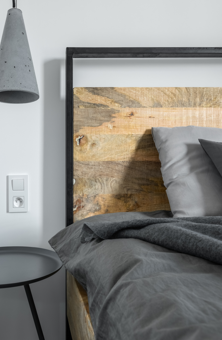 When the days feel dark and depressing, I like to spruce up my mood (and my house!) with a few fun wood projects. All you need for some great DIY fun is a couple of wood projects for the home. You will love your new wood headboard!