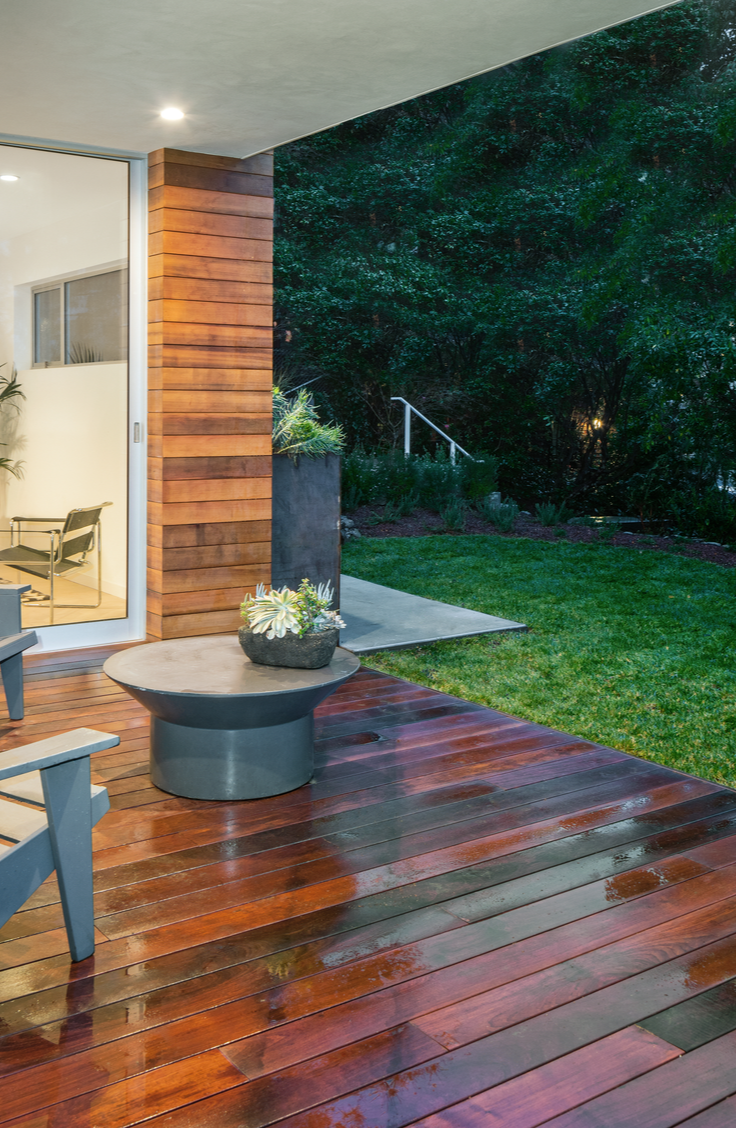 Summer is here and it's time to renovate that deck of yours! It doesn't matter what kind of budget you are on, these DIY deck renovation ideas are great for all! Take a look!