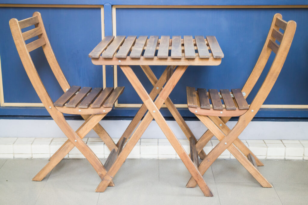Inexpensive means to make a folding table